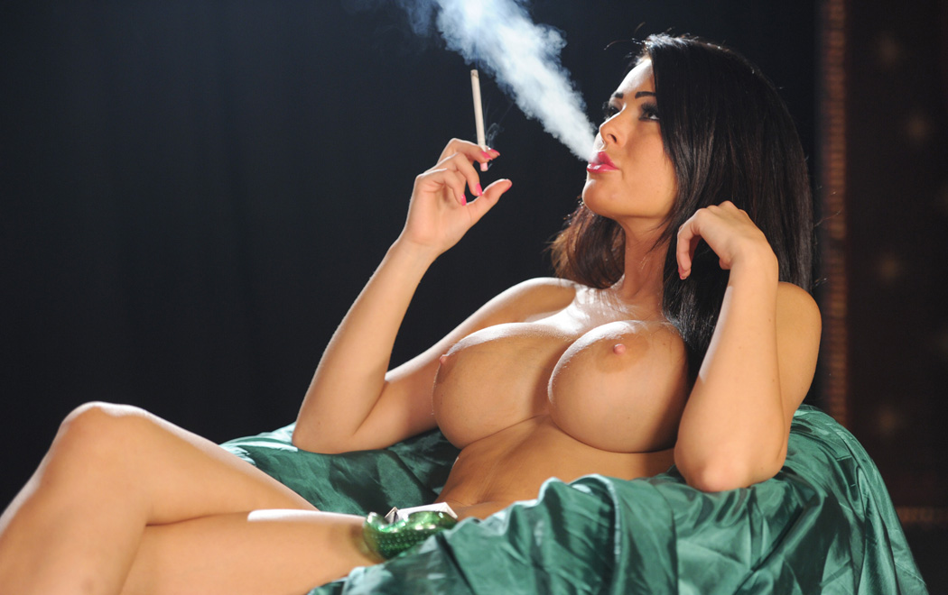 Hot brunette smoking 120s and playing 3
